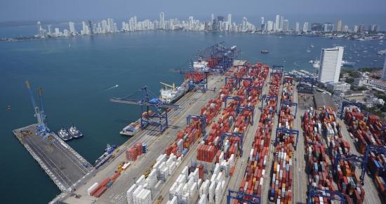 Movimiento de carga en puertos de Colombia cae 14% durante el primer trimestre